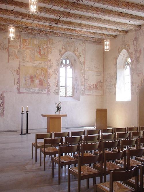 Sitzmöglichkeiten in der Kirche