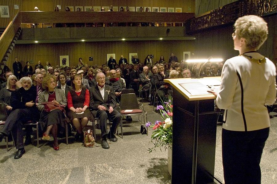 Am 11. Januar 2008 erhielt Winand Victor die Bürgermedaille der Stadt Reutlingen