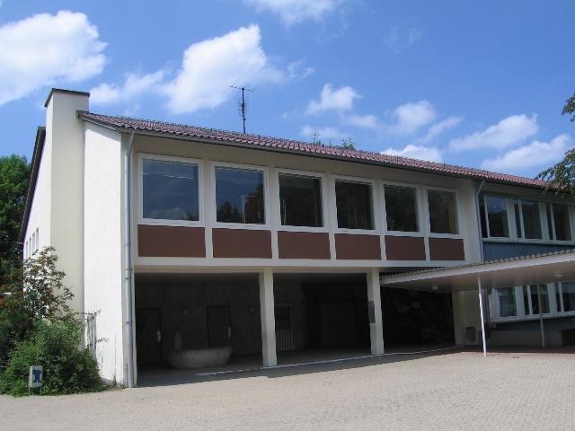 Hauptgebäude mit Eingang