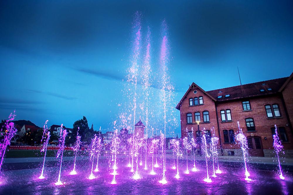 Leuchtendes Wasserspiel im Bürgerpark