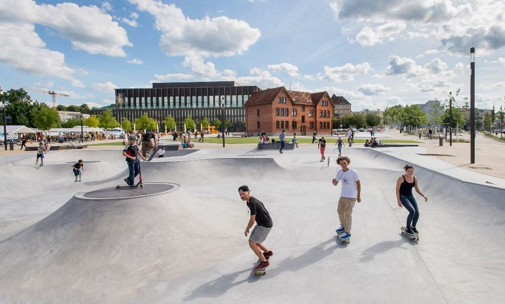 Skatepool in regem Betrieb