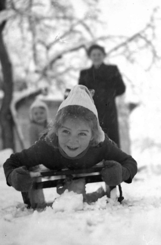 Gertraut Ernst ist eine von drei Zeitzeuginnen - das Foto zeigt sie als Kind