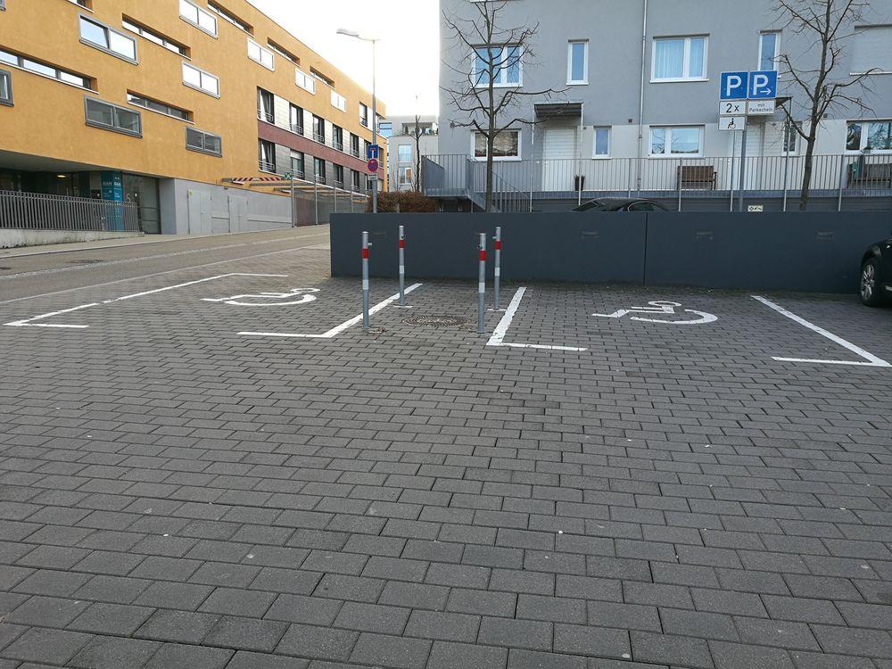 2 Behindertenparkplätze in der Champigynstraße