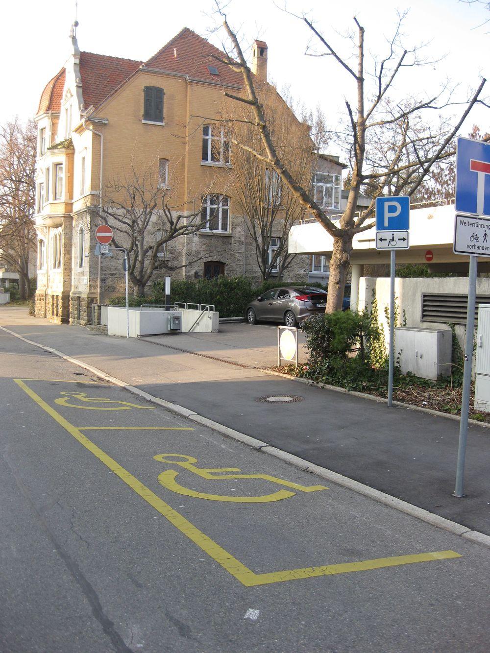 2 Behindertenparkplätze in der Charlottenstraße