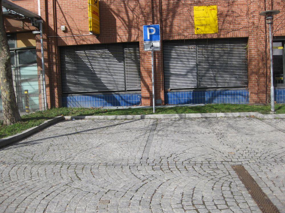 2 Behindertenparkplätze bei der Deutschen Post AG