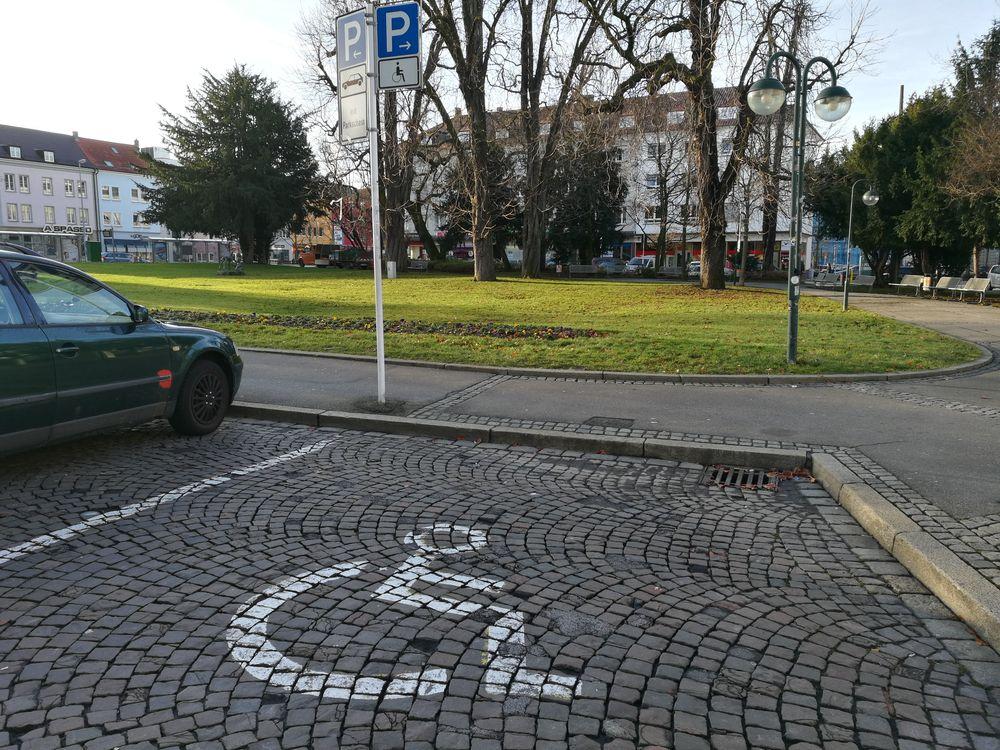 1 Behindertenparkplatz am Listplatz