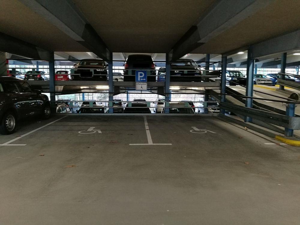 2 Behindertenparkplätze im Parkhaus Lederstraße 96