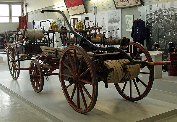 Fahrbare Feuerspritze aus dem 19. Jahrhundert