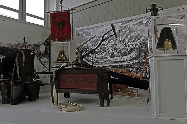 Löschgeräte und Handspritze von 1843