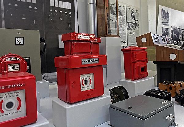 Feuermelde- und Alarmierungsgeräte