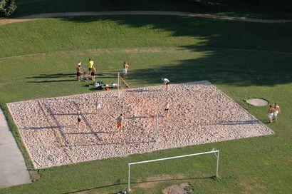 Attraktive Außensportanlagen - das neue Beachvolleyballfeld