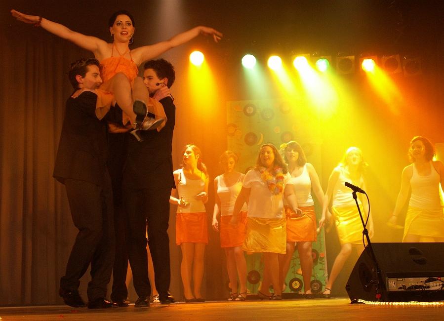 """Attraktive Musicalaufführungen (hier bei """"Copacabana"""") locken zahlreiches Publikum"""