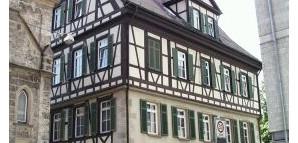 Marchtaler Hof:  Ehemaliger Pfleghof des Klosters Obermarchtal. Erhalten geblieben ist die für 1245 erstmals genannte Marienkapelle. Seit 1886 Sitz einer Freimaurerloge
