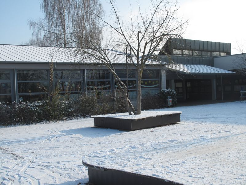Winterliches Schulgelände