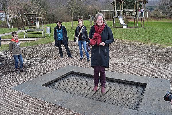Ein Bodentrampolin Fur Gonningens Kinder Stadt Reutlingen