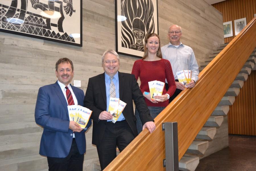 Sozialamtsleiter Joachim Haas, Sozialbürgermeister Robert Hahn, Karl Glück und Andreas Hirsch - die Abteilungsleiter für die Kindertagesbetreuung