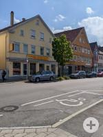 1 Behindertenparkplatz in der Albstraße