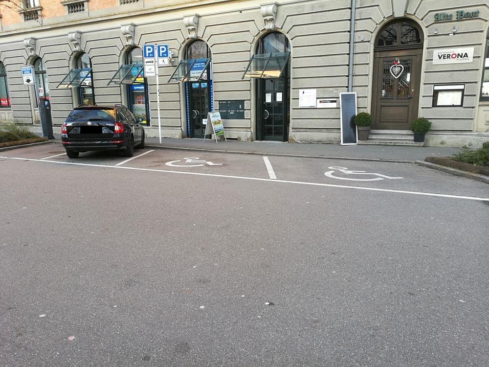 2 Behindertenparkplätze in der Bahnhofstraße/Listplatz