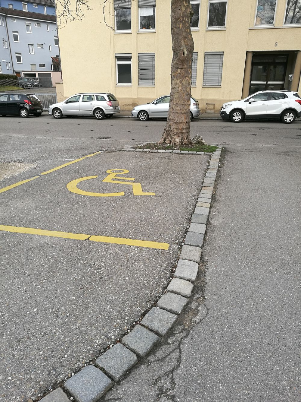 2 Behindertenparkplätze beim Friedhof Unter den Linden