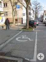 1 Behindertenparkplatz in der Kaiserstraße 27
