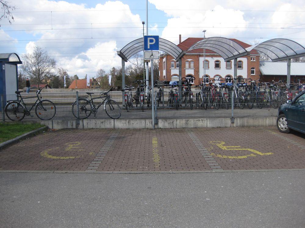 2 Behindertenparkplätze auf dem P+R-Parkplatz Bahnhofstraße