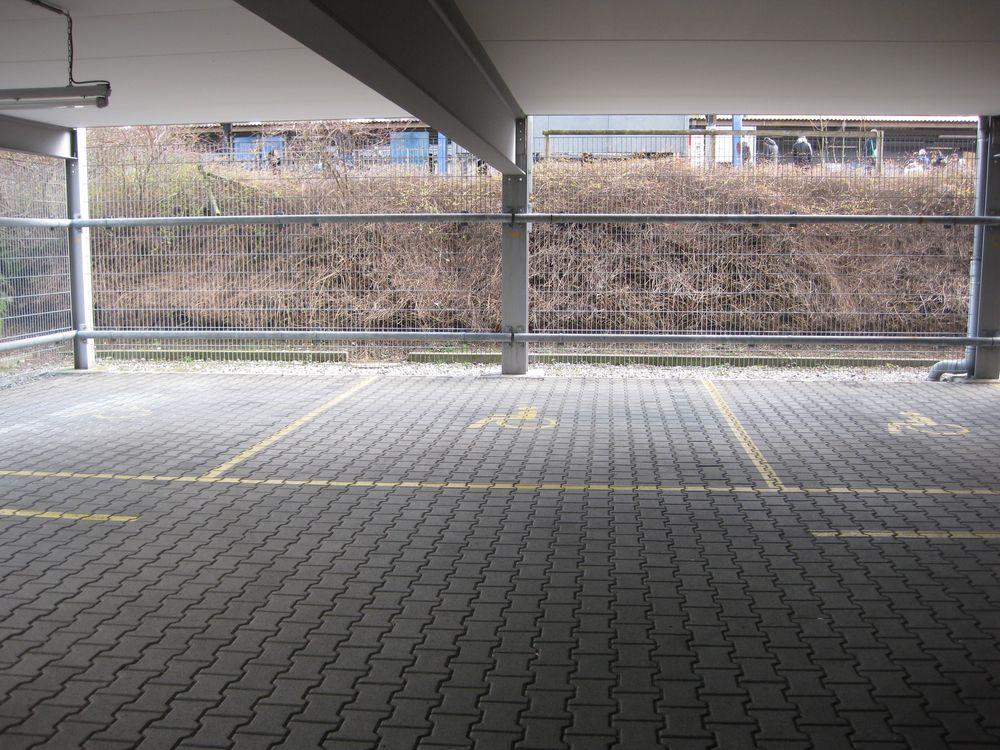 8 Behindertenparkplätze im Parkhaus Am Bahnhof