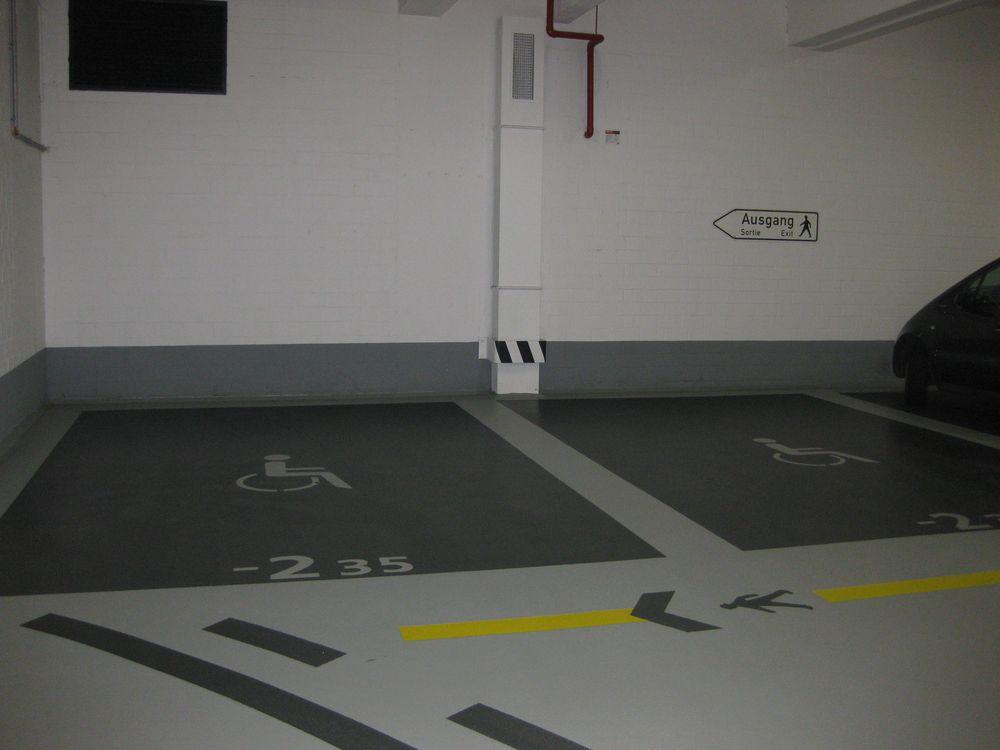 2 Behindertenparkplätze im Parkhaus C&A Gartentor