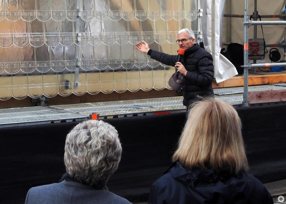 Herr Prof. Tobias Wulf stellt das Fassadenmodell vor