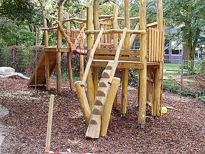 Kletteranlage auf dem Spielplatz