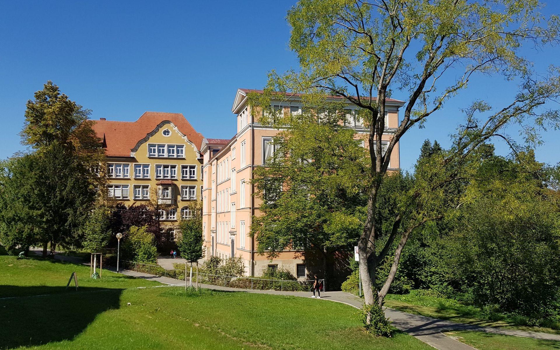 Hauptgebäude und FAS