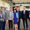 Hoher Besuch im Foyer des Theaters Tonne: Landtagspräsidentin Muhterem Aras