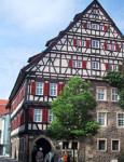 Das Reutlinger Heimatmuseum: ein Fachwerkgebäude mit modernem Glasanbau
