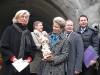 Oberbürgermeisterin Barbara Bosch und Erste Bürgermeisterin Ulrike Hotz mit der Barbara-Statue, die nun im Tunnel bleibt. Ganz rechts Staatssekretär Dr. Andreas Scheuer, der den Tunnelanschlag als Gesandter der Bundesregierung begleitete