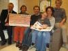Spendenübergabe im Kinderhaus Nördlinger Straße (von links): Bürgermeister Robert Hahn, Bettina von Gilsa, Johannes Grimm, Jonah und Michaela Mutzke sowie Ingrid Steffen-Jung