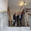 Auf der Baustelle: Ulrike Hotz, Torben Petersen vom GMR und Katja Büchel (v.l.)