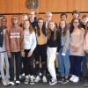 Jugendliche aus den Partnerstädten mit Bürgermeister Alexander Kreher