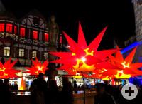 Leuchtende Objekte auf dem Reutlinger Marktplatz