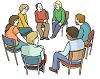 Das Bild zeigt Menschen, die im Kreis sitzen. Sie sind eine Gesprächsrunde.