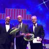 Oberbürgermeister Keck ehrt Werner Schenk und Siegfried Thumm mit der Verdienstmedaille der Stadt Reutlingen.