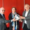 Jutta Fundel (Mitte) von der ARS mit den Amtsleitern Uwe Weber (links) und Dr. Werner Ströbele (rechts) bei der Vorstellung der Vereins-Schnuppermitgliedschaften