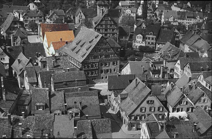 Blick auf die Oberamteistraße im Jahr 1938 - In der Bildmitte ist das Heimatmuseum, danach die Häuserzeile 28 - 34