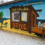 Jugendhaus Style von außen mit bunter Graffitiwand