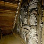 Fachwerkwand im Erdgeschoss vor Entnahme der Lehmausfachungen.