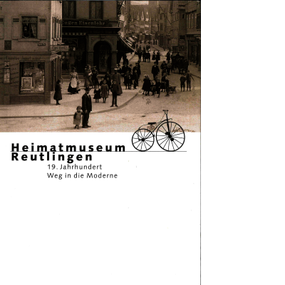 Das Katalogcover zeigt eine alte Fotografie der Reutlinger Innenstadt, auf der das Geschäft von Eugen Eisenlohr zu erkennen ist. Auf der Straße sind viele Menschen unterwegs. Unter dem Foto ist ein Hochrad, der Vorgänger des heutigen Fahrrads, abgebildet.