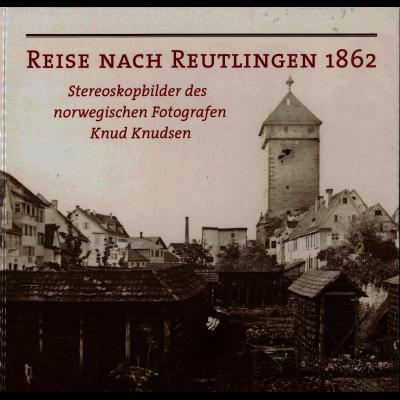 Das Katalogcover zeigt eine alte Fotografie des Reutlinger Gartentors sowie der angrenzenden Häuser.