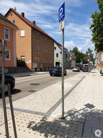 Das Bild zeigt die behindertengerechten Parkplätze in der Gartenstraße 33.