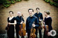 Das Foto zeigt das Bartholdy Quintett mit Ihren Instrumenten