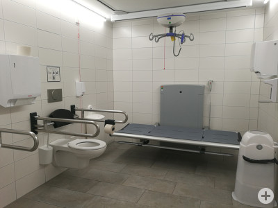Zu sehen ist der Innenraum der Toilette für alle im Rathaus.