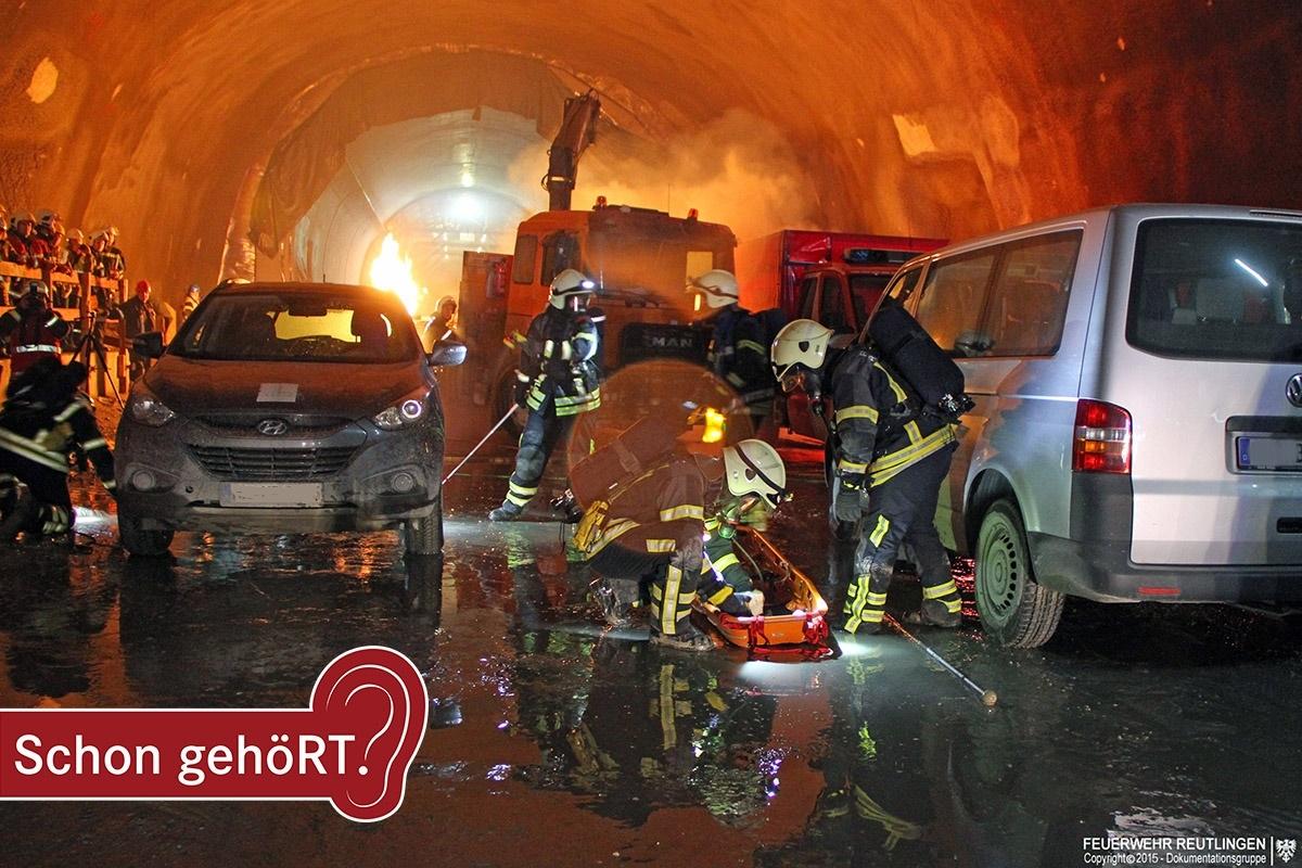 Das Bild zeigt die Feuerwehr bei einer Übung im Scheibengipfeltunnel