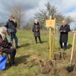 Oberbürgermeister Thomas Keck pflanzt Freundschaftsbaum